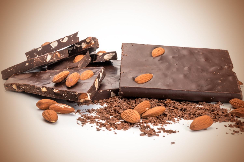 Υγείας αμύγδαλο - Dark chocolate almond